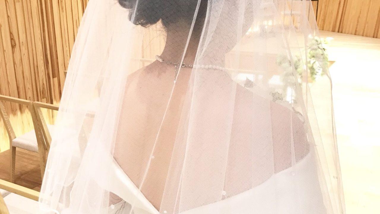 白ドレス後ろ